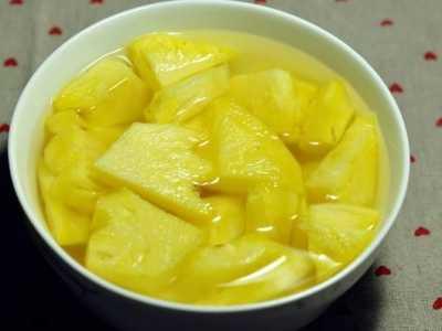 菠蘿泡鹽水能泡一天嗎 用鹽水泡菠蘿能防扎嘴